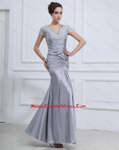Wonderful Mermaid V Neck Cocktail Dresses with Beading in Silver