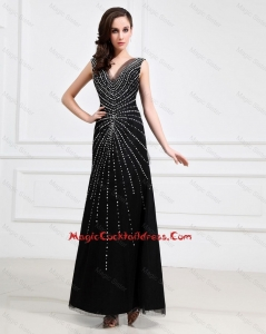 Popular Empire V Neck Beaded Backless Cocktail Dresses in Black