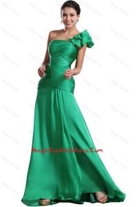 Discount Brush Train Ruched Green Cocktail Dresses with One Shoulder