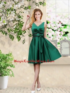 Wonderful V Neck Bowknot Hunter Green Cocktail Dresses with Knee Length