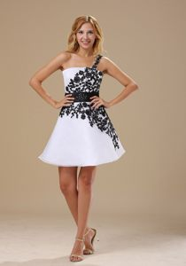 White One Shoulder Mini-length Homecoming Cocktail Dresses with Black Appliques