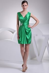 V-neck Ruches Decorated Broach St. Paul Cocktail Dress For Prom in Green Color