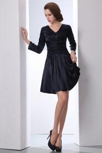 Black Long Sleeves V-neck Mini-length Ruches Cocktail Dresses