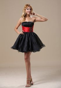 Mini-length Beading Decorate Black and Red Prom Cocktail Dress in Alberton