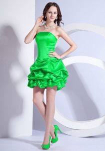 A-line Mini-length Strapless Green Cocktail Dress in Craighall Beading Decorate