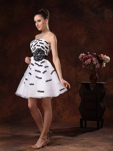 Black Appliques and Belt For White Cocktail Homecoming Dress