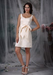 Cardenden Fife Off White Straps Mini Bow Cocktail Party Dresses in Column