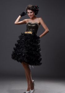 Beaded Sweetheart Ruffled Layers Knee-length Black Cocktail Dress