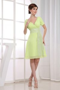 A-Line V-neck Chiffon Short Yellow Green Evening Cocktail Dress in Florida